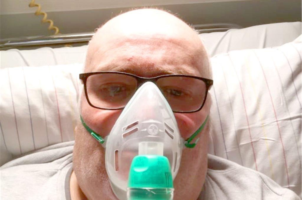 Dieter Doods im Ahauser Krankenhaus. Mehrere Tage wurde er dort mit zusätzlichem Sauerstoff versorgt. Durch das Coronavirus hatte er sich eine schwere Lungenentzündung zugezogen. Mittlerweile sind die Tests auf das Virus bei ihm negativ.