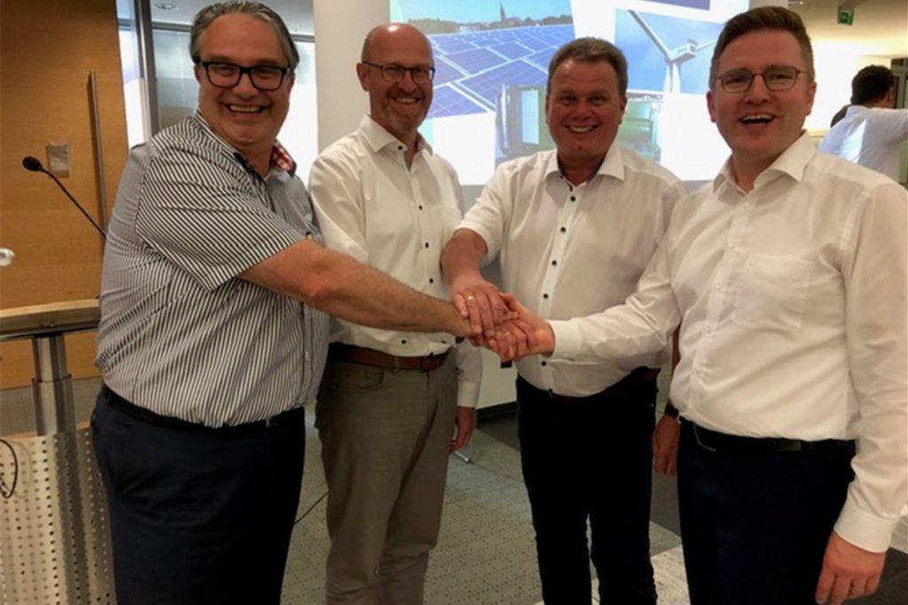 Auf dem Foto ist der Vorstand der Energiegenossenschaft Haltern am See zu sehen. Von links nach rechts: Carsten Schier (Technik), Olaf Büchter (Finanzen), Christian Hovenjürgen (Mitgliederwesen), Henning Henke (Vorstandsvorsitzender).