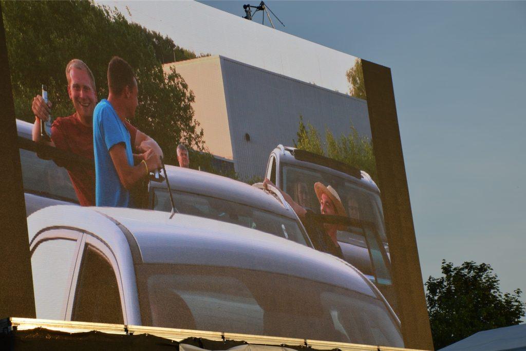Der Kameramann übertrug auch das Publikum immer wieder live auf die große Leinwand.
