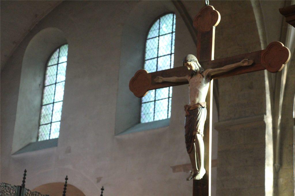 Seit Anfang März ist auch das spätromanische Kreuz in der Restauratorenwerkstatt.