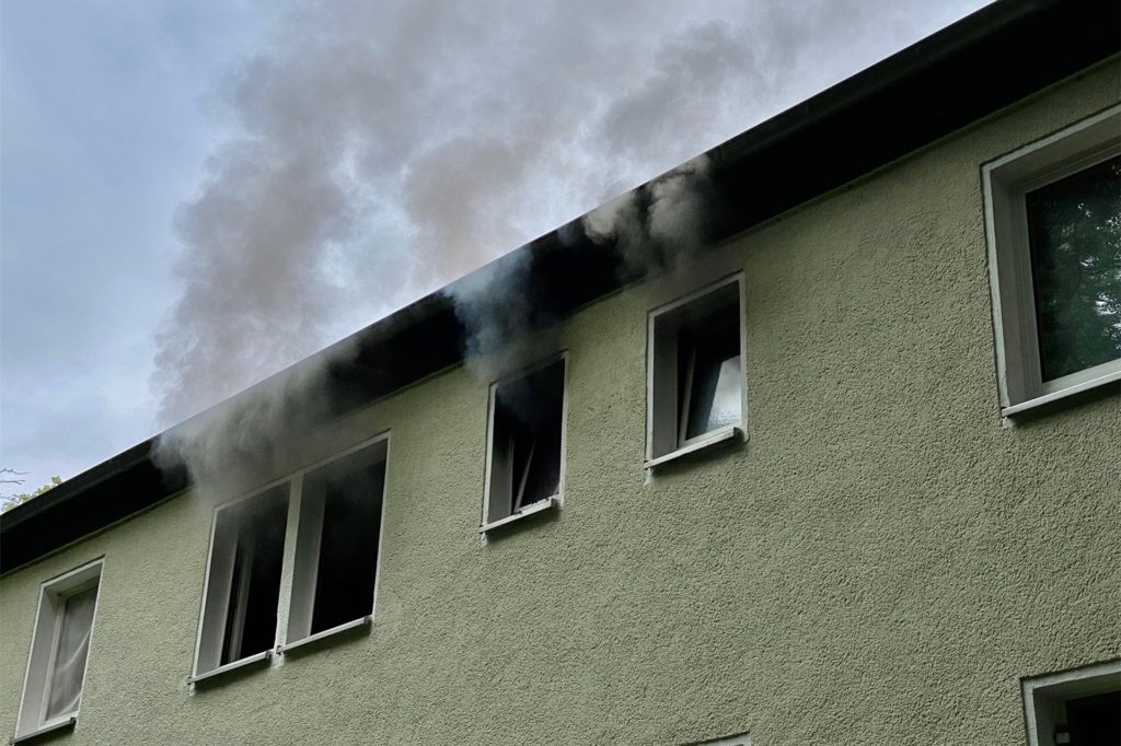 Die betroffene Wohnung war beim Eintreffen der Einsatzkräfte bereits stark verqualmt.