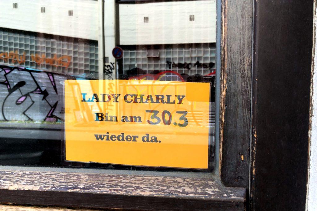 Ein wenig zu optimistisch oder vielleicht noch vor der Corona-Krise verfasst wurde die Nachricht an einem der Fenster.