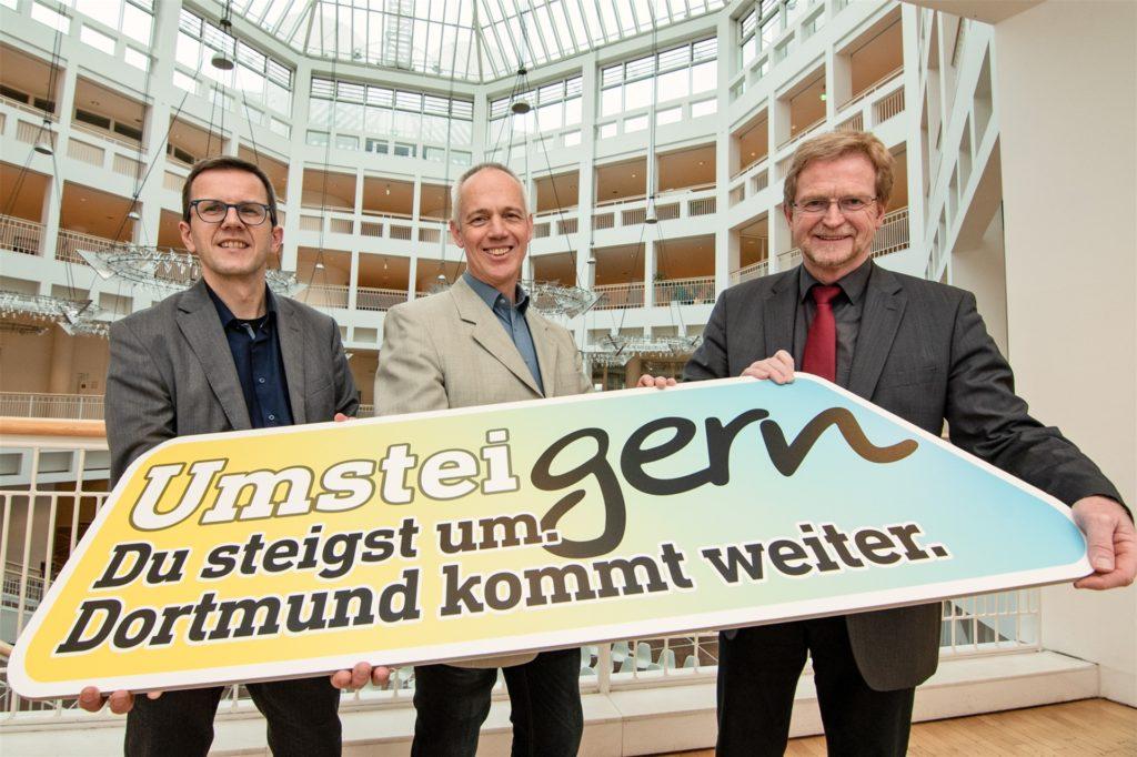 Gemeinsam stellten Verkehrsplaner und Projektleiter Andreas Meissner (l.), DSW-Marketing-Chef Heinz Pohlmann und Umweltdezernent Ludger Wilde die