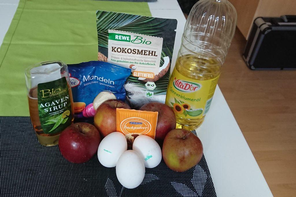 Die Zutaten für den Low-Carb-Apfelkuchen.