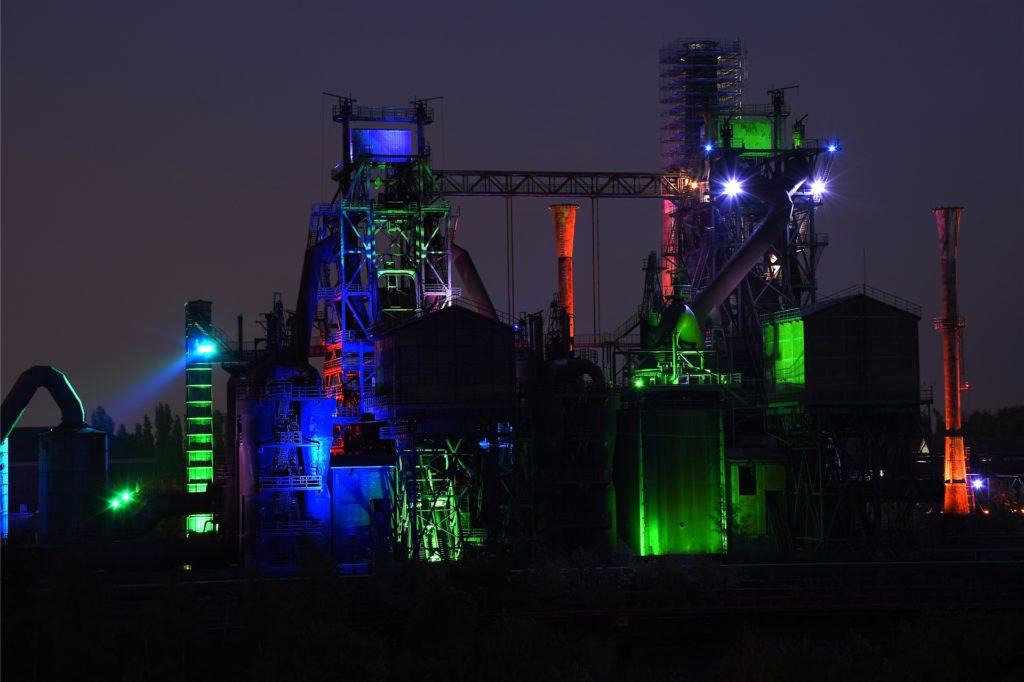 Bei Nacht zeigt sich der LaPaDu durch die Lichtinstallation von Jonathan Park noch einmal mit einem ganz anderen, bunten Gesicht.