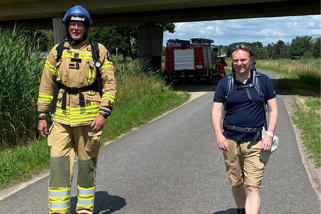 Auf der letzten Etappe am Samstag von Gronau zurück nach Nienborg begleite Stephan Lendring sogar Landrat Dr. Kai Zwicker (r).
