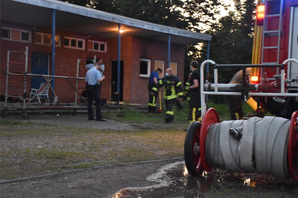 Was das Feuer in der Obdachlosenunterkunft ausgelöst hat, blieb am Abend genau wie die Schadenshöhe noch offen.
