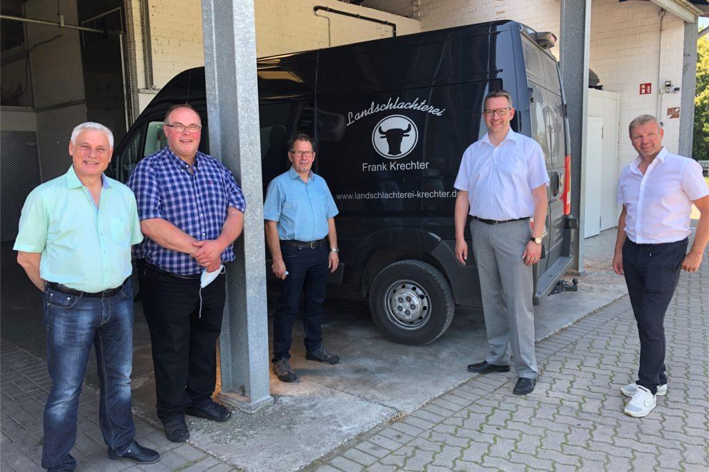CDU-Kreistagsmitglied Rainer Gardemann besuchte am Dienstag ebenso die Landschlachterei von Frank Krechter wie Arnd Cappell Höppken (Umweltpolitischer Sprecher der CDU im Kreistag), Ingo Brohl (CDU-Landratskandidat) und Bürgermeister Mike Rexforth.