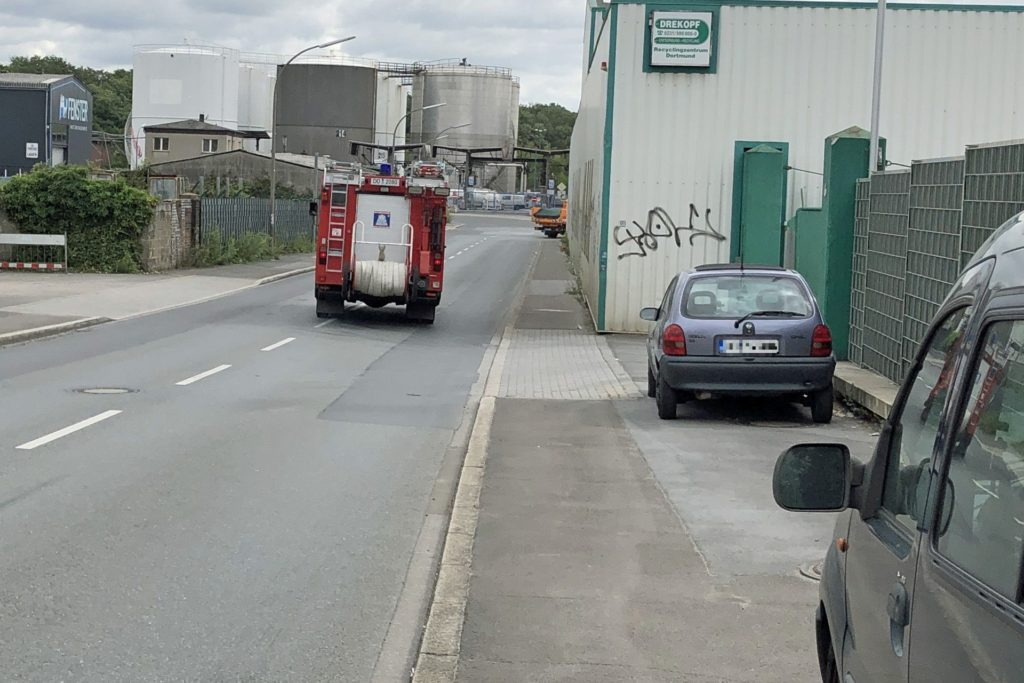 Die letzten Einsatzfahrzeuge der Feuerwehr verließen gegen 11.20 Uhr das Gelände der Firma.