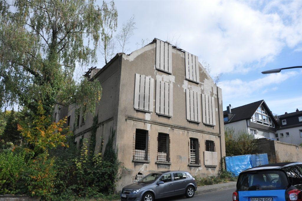 Dieses Gammelhaus zerfällt in der Bergstraße schon seit vielen Jahren. Aber es steht immer noch.