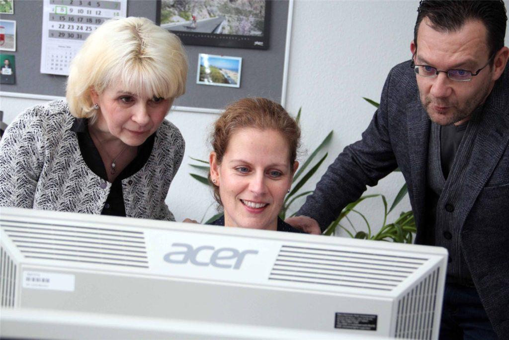 Qualifizierungsberaterin Nicole Voßbrink, Sandra Breidenbach (Beraterin im Arbeitgeberservice (M.) und der Leiter der Arbeitsagentur-Geschäftsstelle Castrop-Rauxel, Stefan Bunse