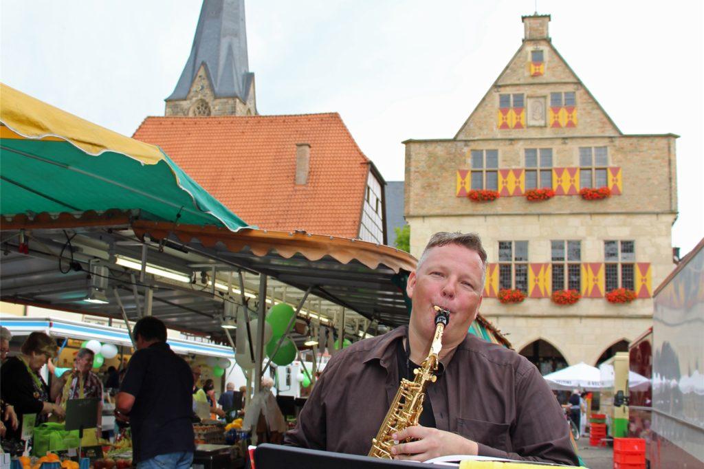 Michael Gick aus Werne hat in der Vergangenheit auch schon auf dem Werner Wochenmarkt gespielt.