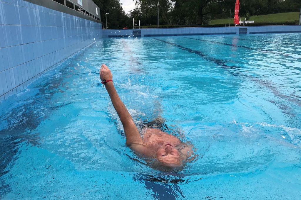 Die Zahl der Badegäste im Aquahaus ist überschaubar. Am Dienstag zog lediglich ein Schwimmer draußen seine Bahnen.