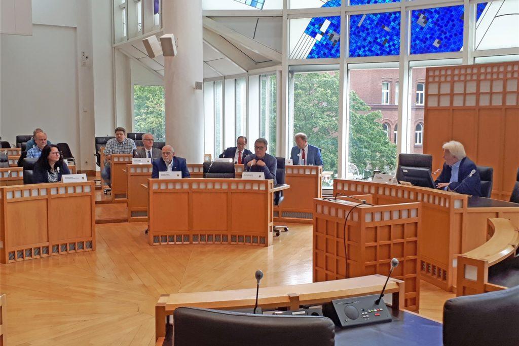 Das Karstadt-Haupthaus ist gerettet: Wirtschaft und Stadt betonten auf einer Pressekonferenz, dass der Kampf allerdings noch nicht vorbei sei.