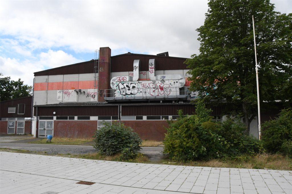 Der Schandfleck Dreifachhalle wird bald Geschichte sein. Sie wird entkernt und zur Multifunktionshalle umgebaut.