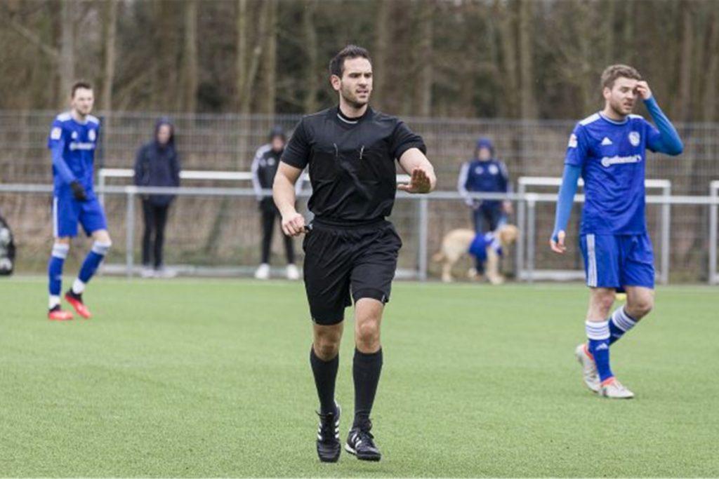Der Castrop-Rauxeler Leonidas Exuzidis ist im Fußballkreis Herne/Castrop-Rauxel für die Öffentlichkeitsarbeit der Schiedsrichter zuständig.