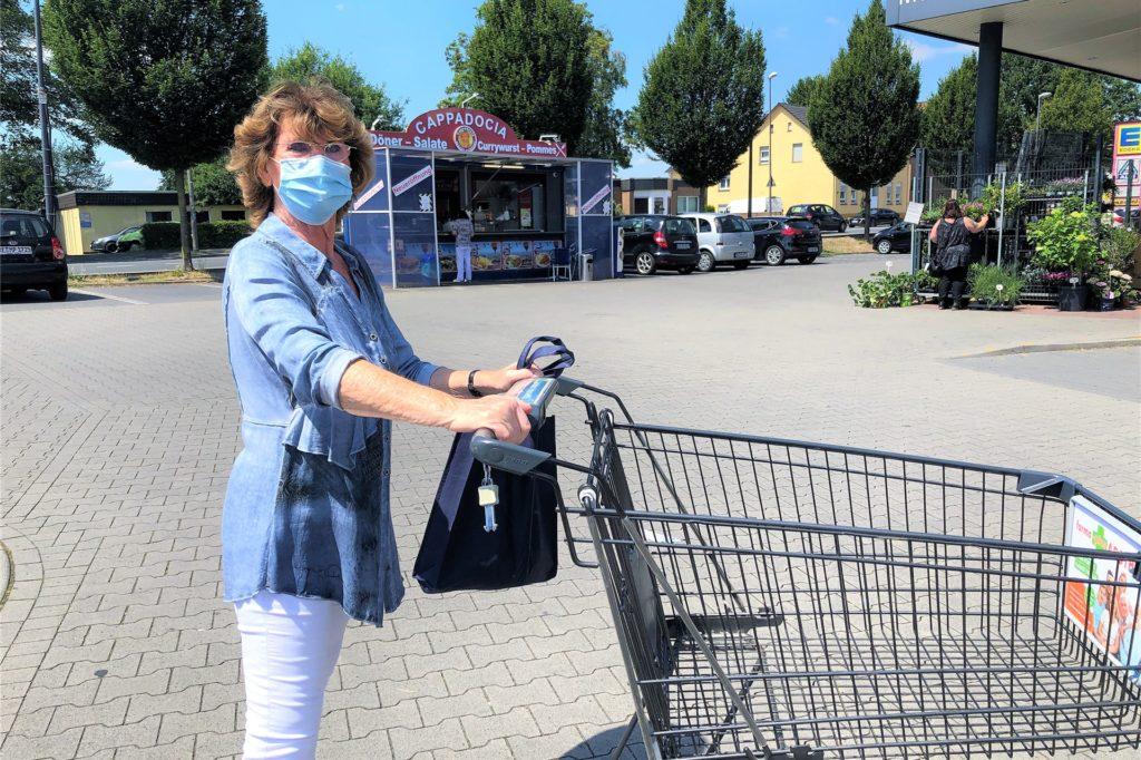 Erna Renn (77) plädiert dafür, dass die Maskenpflicht noch für lange Zeit gilt.