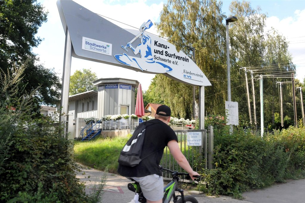 Das Türmchen-Café am Bootshaus in Schwerte lockt direkt am Ruhrtalradweg zu einer Rast.