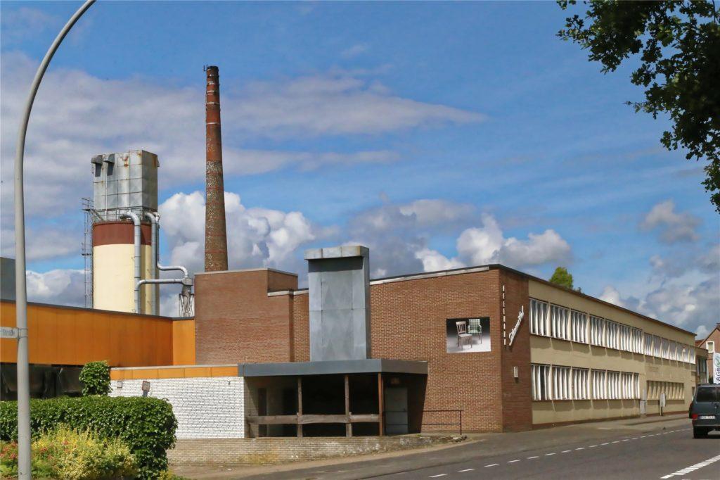 Nach Ende der Produktion beim Möbelhersteller Deelmann an der Ramsdorfer Straße standen die Hallen länger leer. Jetzt gibt es eine neue Nutzung.