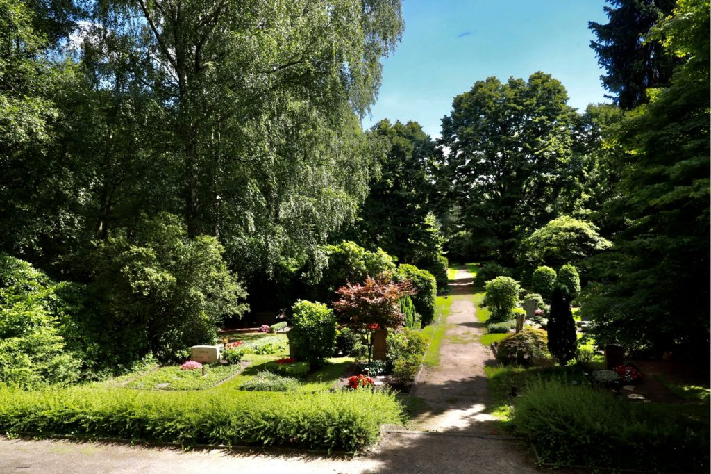 Durch die vermehrte Nutzung von Urnen statt Gräbern gibt es auf den Dortmunder Friedhöfen mehr Grünflächen.