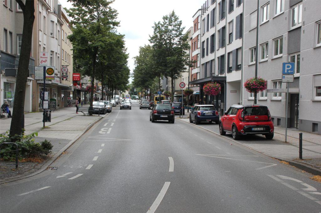 Die Waltroper-Straße in Brambauer: Vielleicht rollt bald wieder eine Straßenbahn durch den Ortskern des größten Lüner Stadtteils. Oder aber der Schwerlastverkehr.