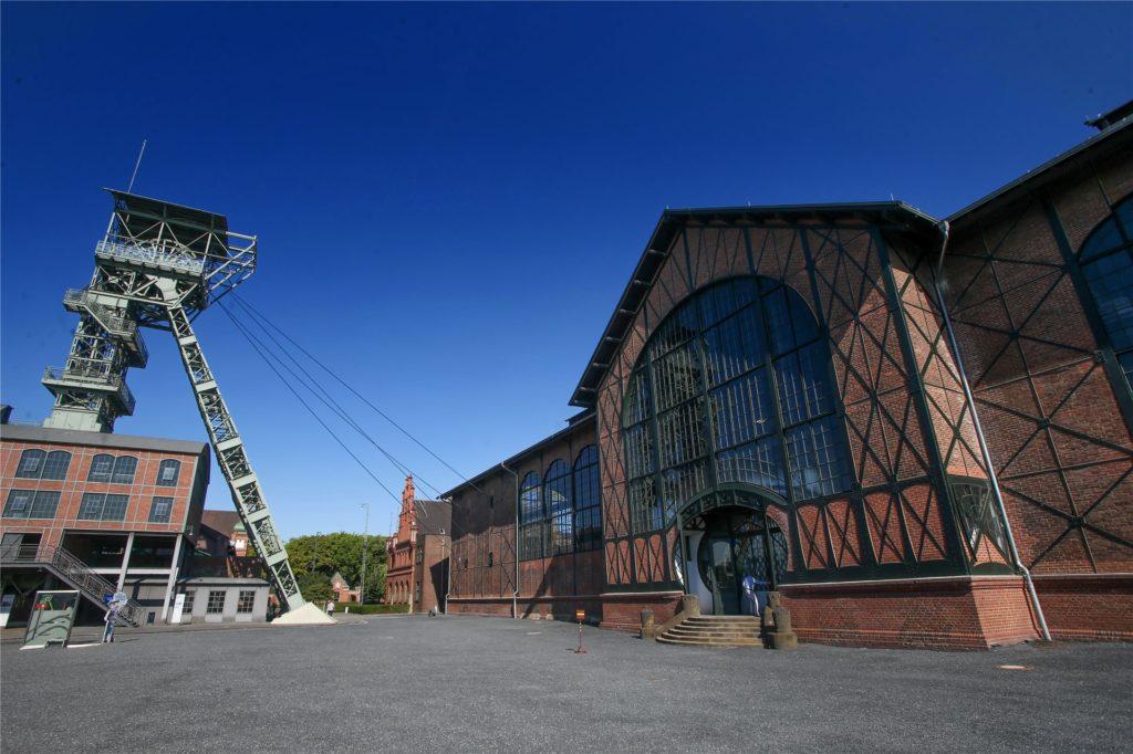 Die Maschinenhalle ist das architektonische Prunkstück des Industriemuseums. Der Förderturm kann coronabedingt zurzeit nicht bestiegen werden.