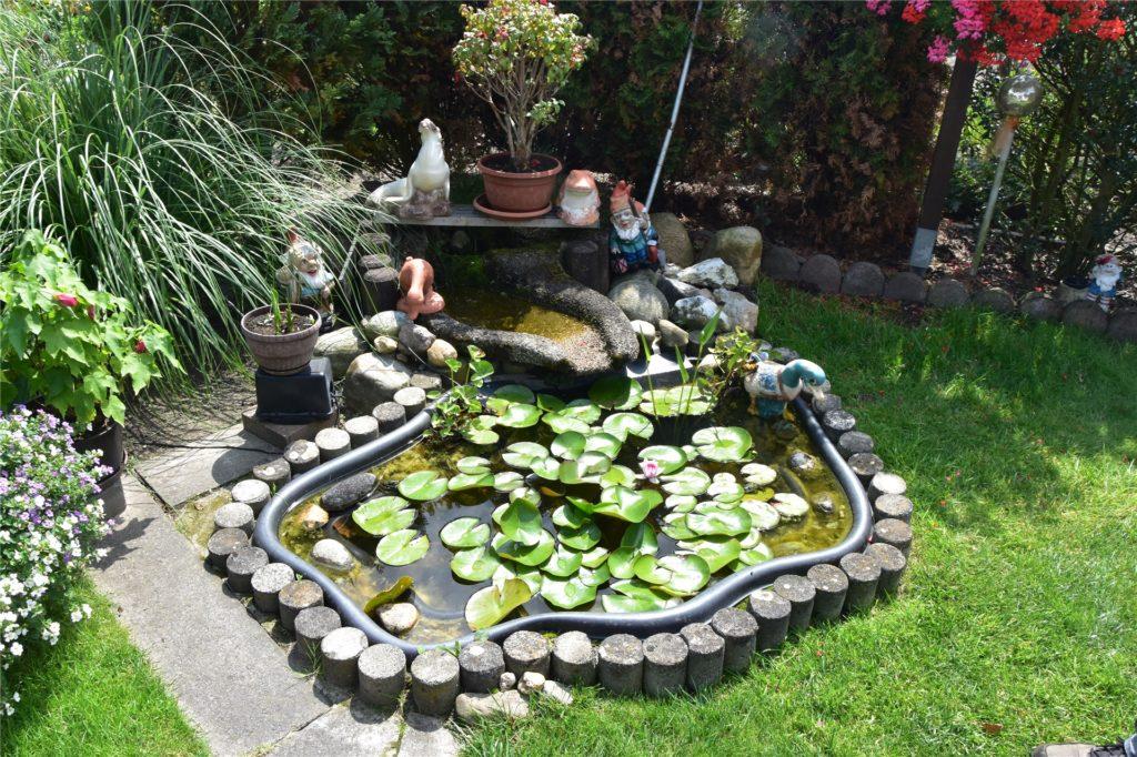 Früher war der Teich noch größer. Wegen des hohen Arbeitsaufwands haben die Johns ihn verkleinert.