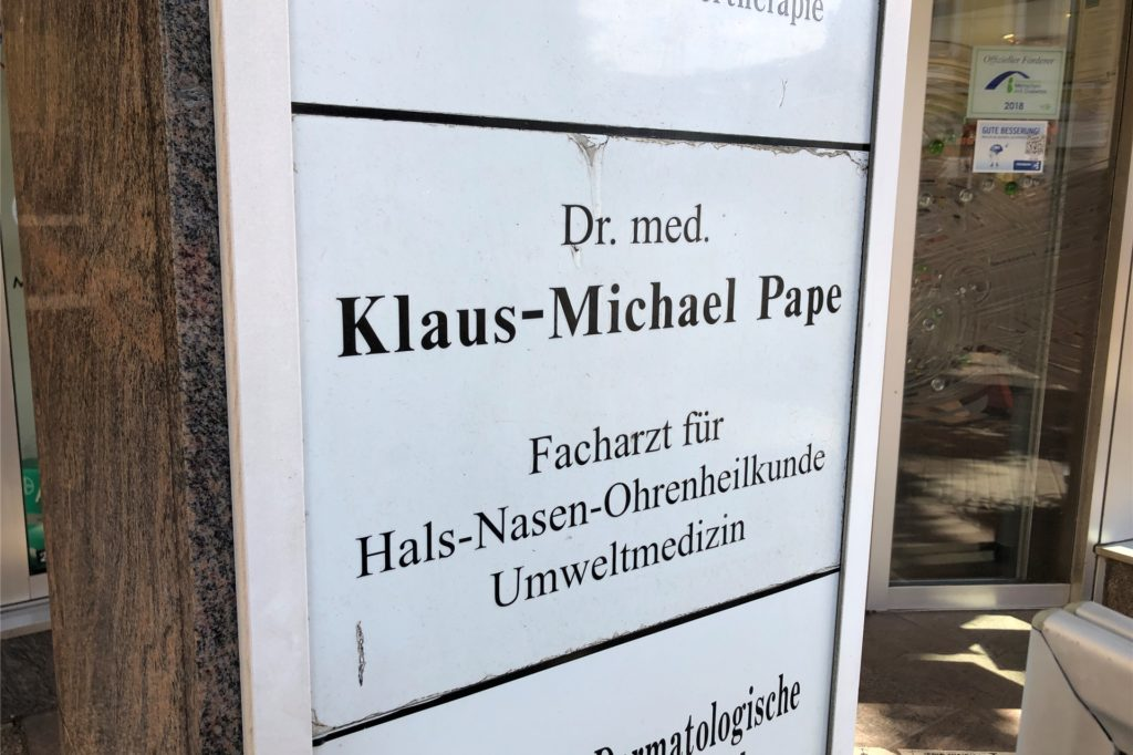 Dr. Klaus Michael Pape hat seine Praxis im Brackeler City-Center an der Flughafenstraße / Ecke Brackeler Hellweg