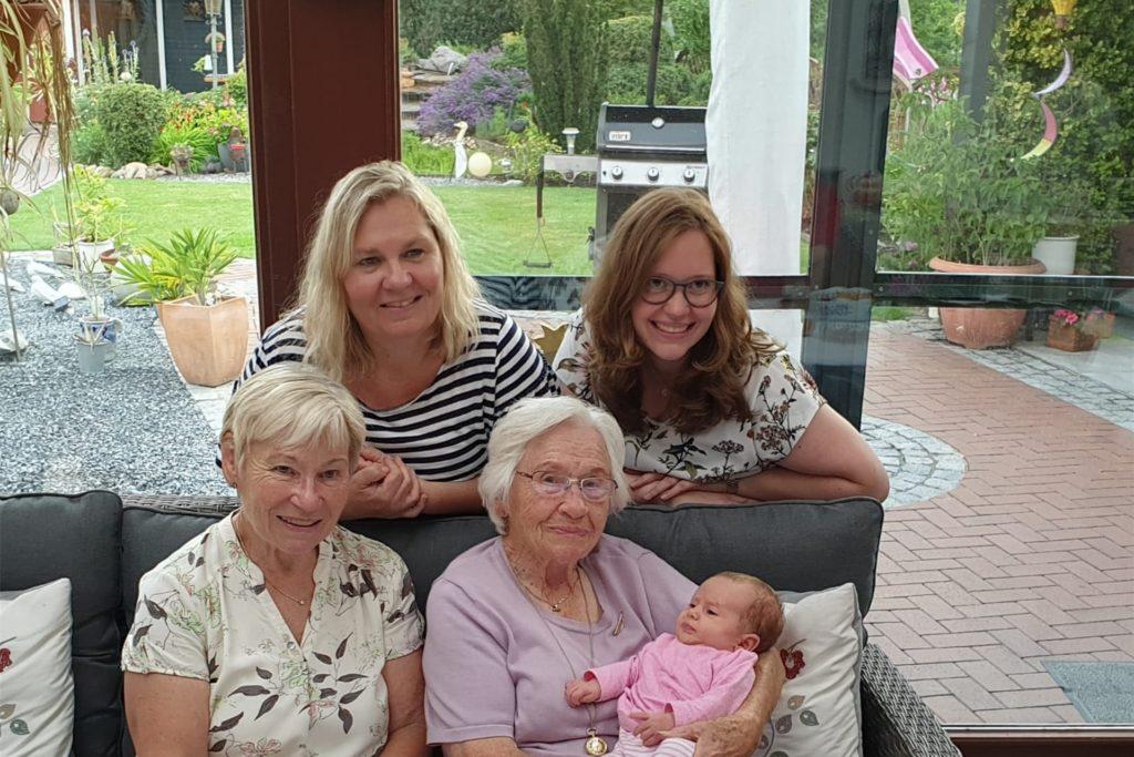 Bereits den Geburtstag von Ingrid Neumann (u.l.) hat die Familie im Juli gemeinsam gefeiert. Am Sonntag dann hat Ilse Thiel (u.r.) Geburtstag.