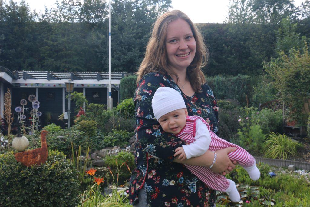Clara, die Tochter von Lena Bergau, ist gerade elf Wochen alt und das jüngste Familienmitglied.