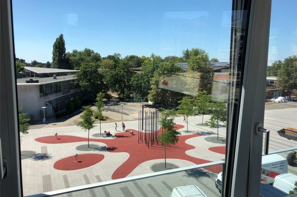 Die Räume bieten einen schönen Ausblick auf den Campusplatz Süd.