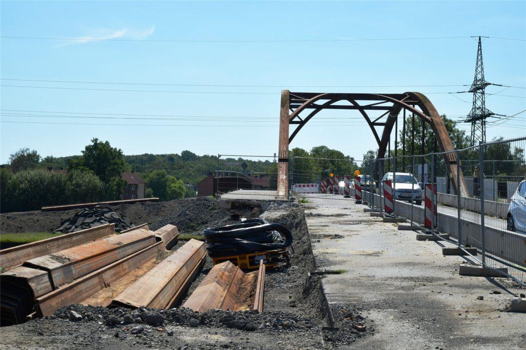 Die Bauarbeiten an der Kanalbrücke Gahmener Straße.