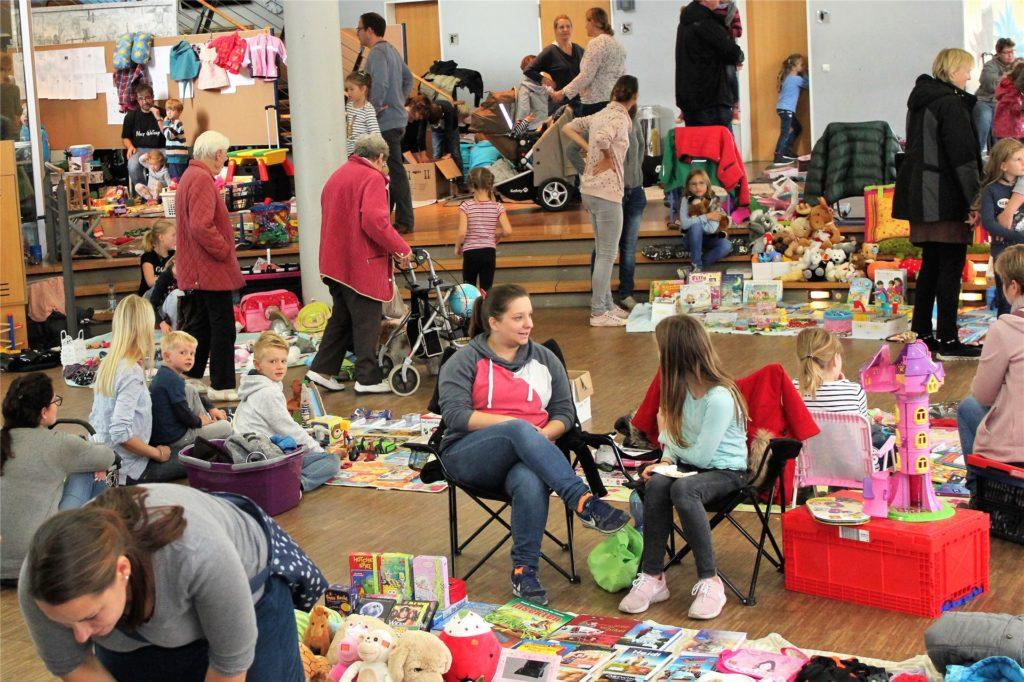 Der Flohmarkt in Südkirchen wird, wie auf diesem Bild in Nordkirchen, nicht drinnen statt finden, sondern aufgrund von Corona im Freien.