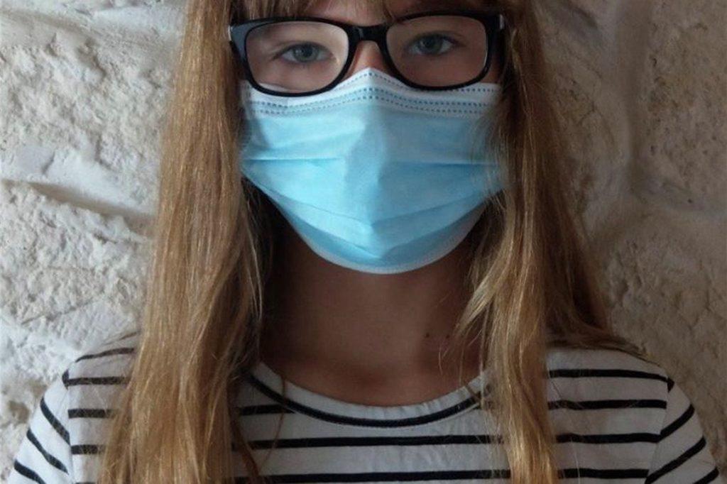 Die Achtklässlerin Emilia Hemsing des Städtischen Gymnasiums in Selm muss seit Schuljahresbeginn eine Maske in der Schule tragen. Obwohl sie es nervig findet, hält sie die Entscheidung doch für richtig und hofft somit, dass es in Zukunft weniger Fälle von Corona geben wird.