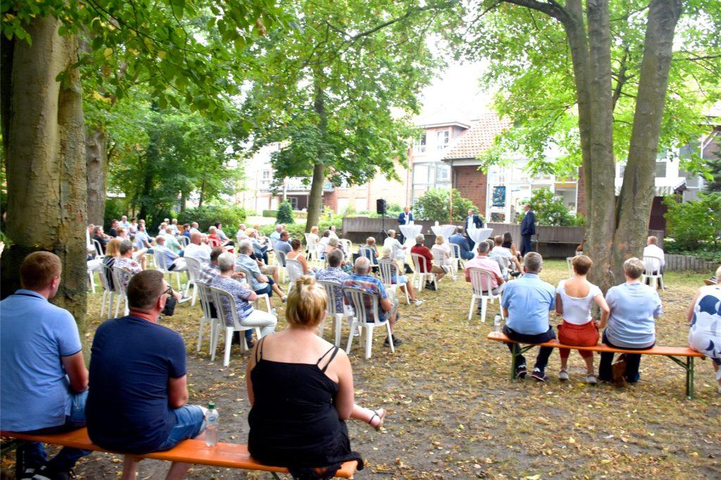Rund 100 Zuhörer aus Südlohn und Oeding aber auch von außerhalb verfolgten den Auftritt von Bundesgesundheitsminister Jens Spahn in Südlohn.