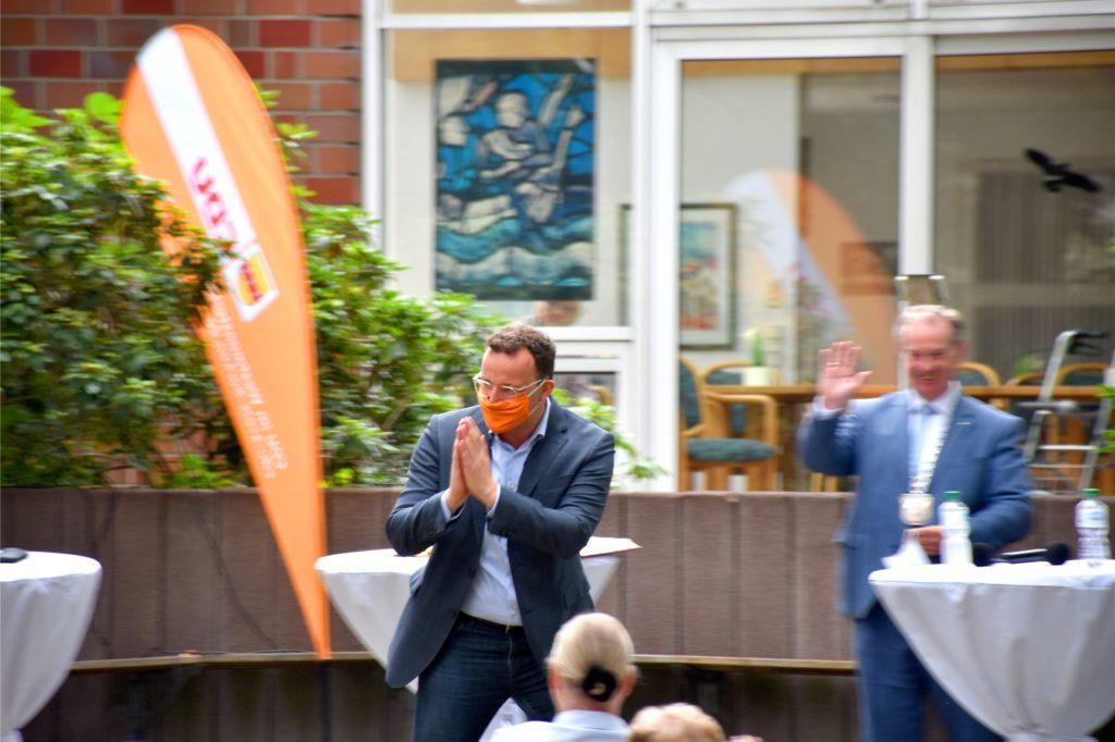 Schneller Abgang nach ziemlich genau einer Stunde: Bundesgesundheitsminister Jens Spahn absolvierte am Wochenende 19 Termine an 15 Orten in seinem Wahlkreis.