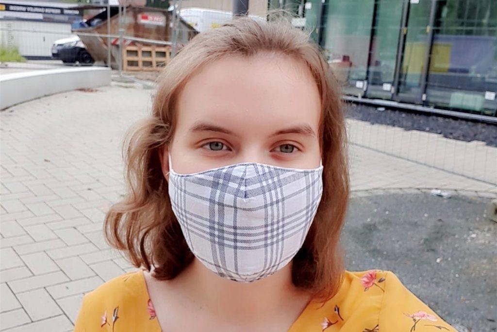 Auch Chantal Rittinghaus, Schülerin der 12. Klasse des Gymnasiums, muss in der Schule eine Maske tragen.