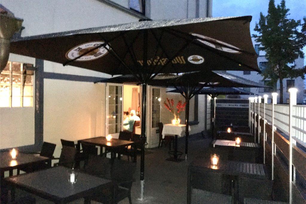 Zum Restaurant gehört auch eine kleine Terrasse.