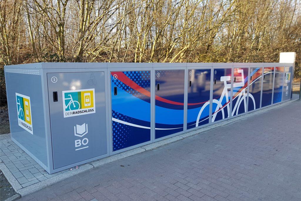 Radboxen, wie sie am Rauxeler Bahnhof eingerichtet werden sollen, gibt es schon in Bochum-Gerthe.
