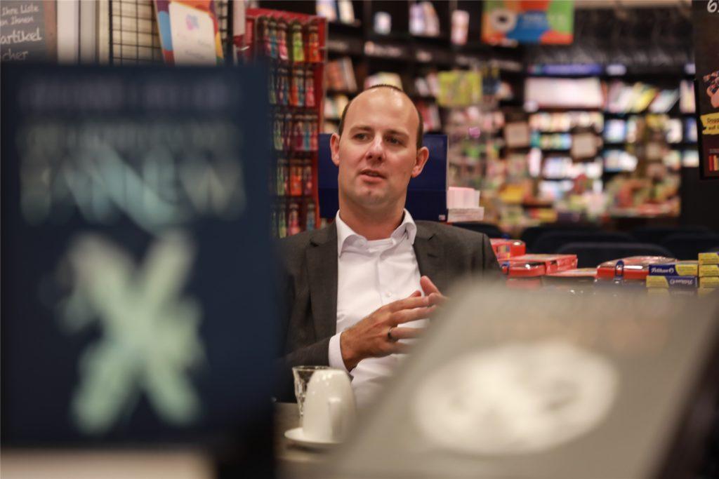 Dennis Book ist Vertriebsdirektor Nord-Ost der Mayerschen Buchhandlung