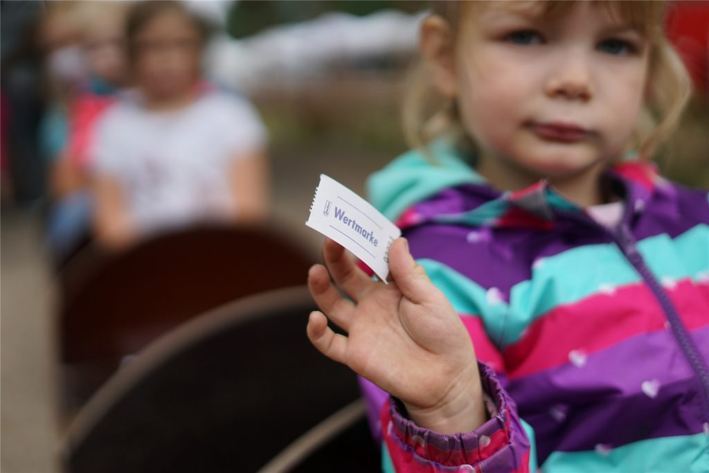 Ein Ticket für die Parkbahn ist für die kleinen Fahrgäste Gold wert.