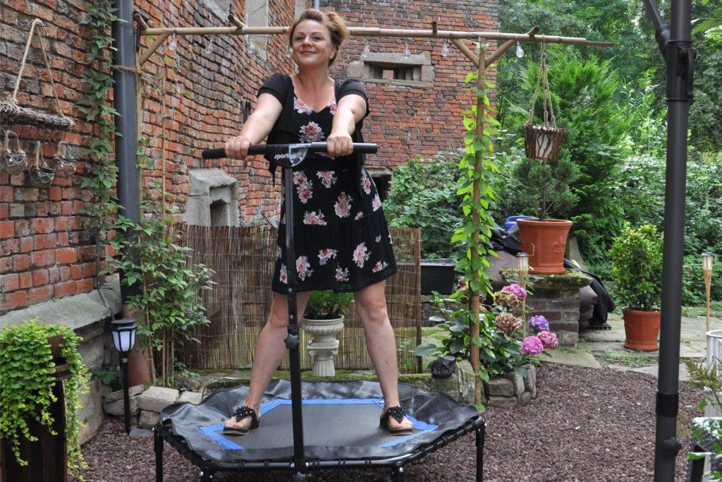 Jessica Kessler hat auch ihren Sport in den Garten verlegt.