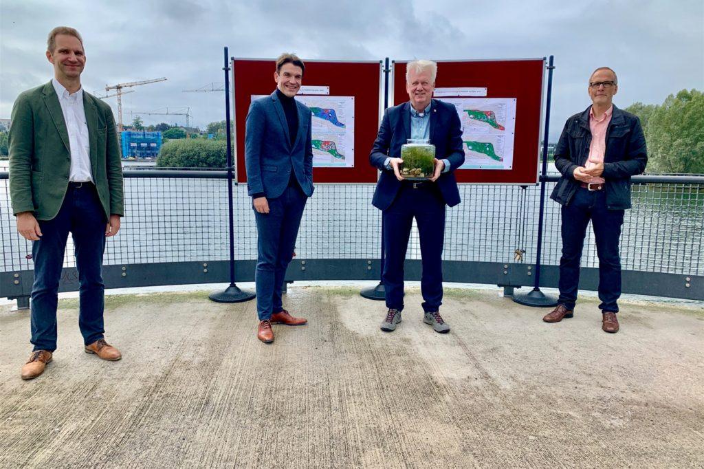 Stehen für ein Erfolgsprojekt: Bern Möhring, Dr. Uli Patzelt (beide Emschergenossenschaft), Oberbürgermeister Ulli Sierau und Georg Sümer (Stadtentwässerung).