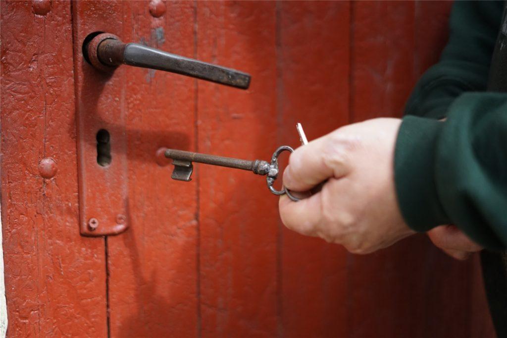 Der große, alte Schlüssel der Mühlentür zeugt von ihrer langen Geschichte.