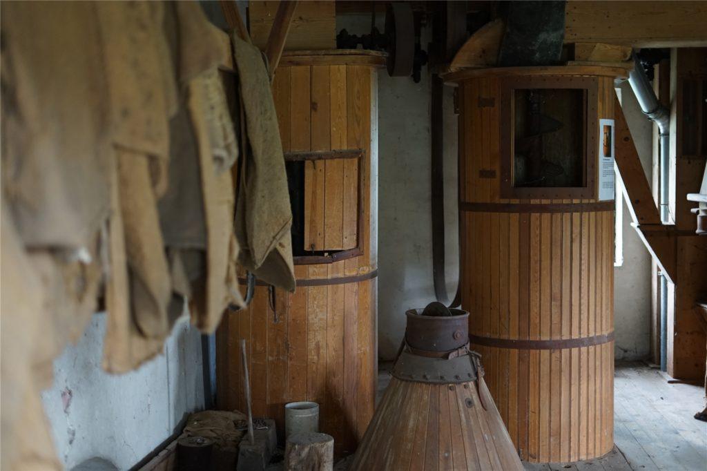 Die Ausstattung der Düstermühle steht noch genau wie zu ihrer Zeit im aktiven Mahlbetrieb vor über 50 Jahren.