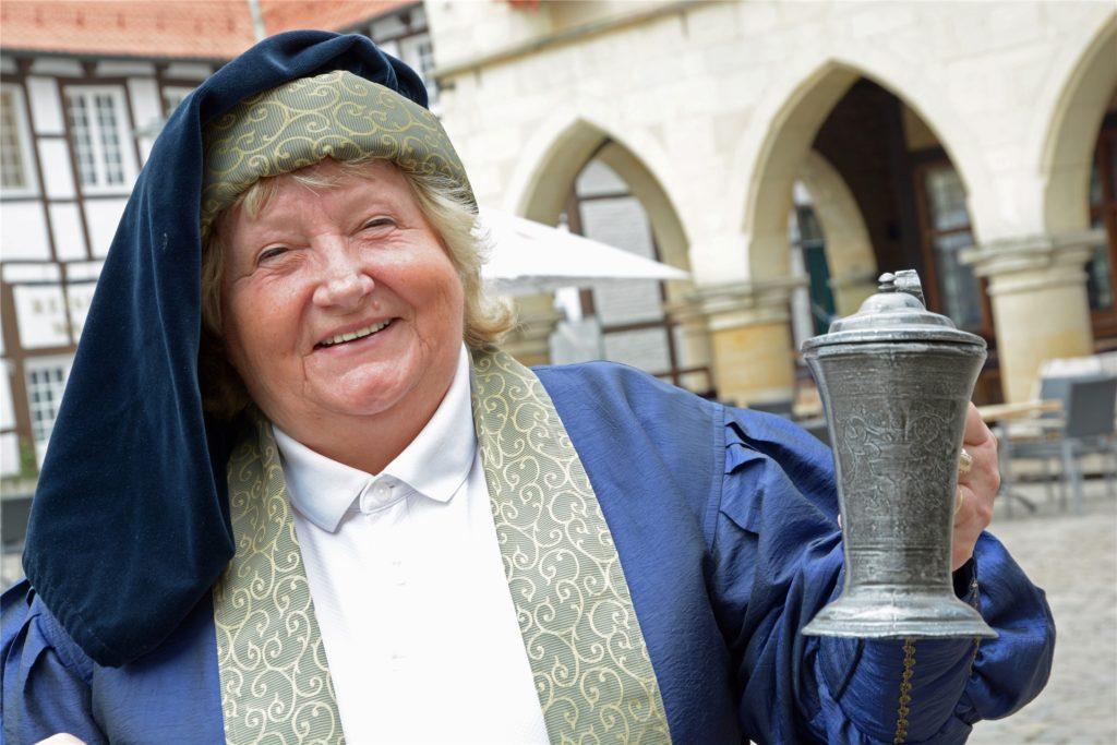 Mit einem Ratshumpen aus Zinn stießen Bürgermeister, Kämmerer, Grund- und Holzherr früher nach einer Wahl an. Vier Exemplare aus den Jahren 1617/18 existieren noch. Die Originale sind sicher im Museum untergebracht.