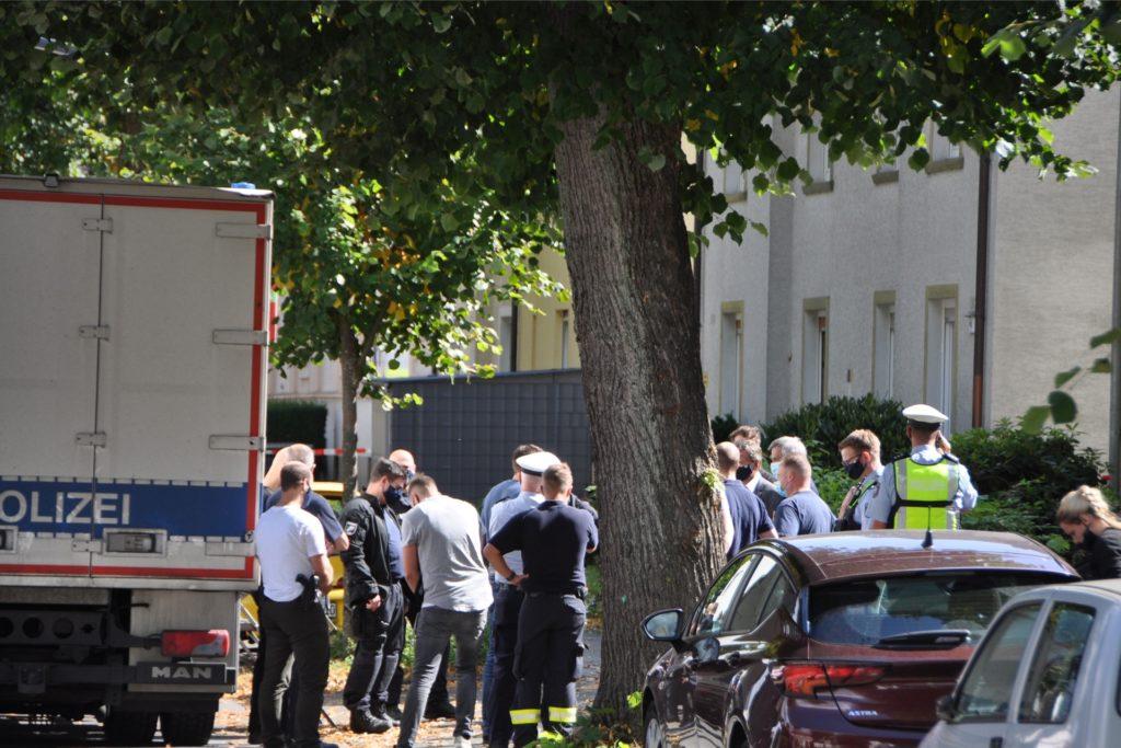 Die Polizei wurde auch am Donnerstag bei der Durchsuchung wieder von der Tatortgruppe Sprengstoff des Landeskriminalamtes NRW unterstützt.
