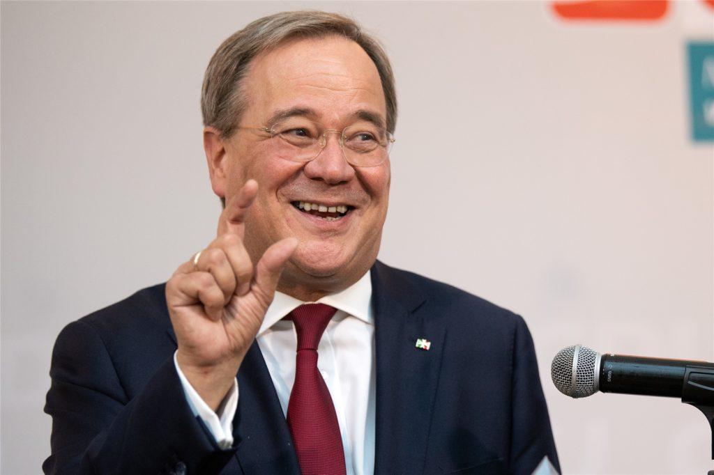 Armin Laschet (CDU), Ministerpräsident von Nordrhein Westfalen, gibt nach Schließung der Wahllokale ein Statement ab.