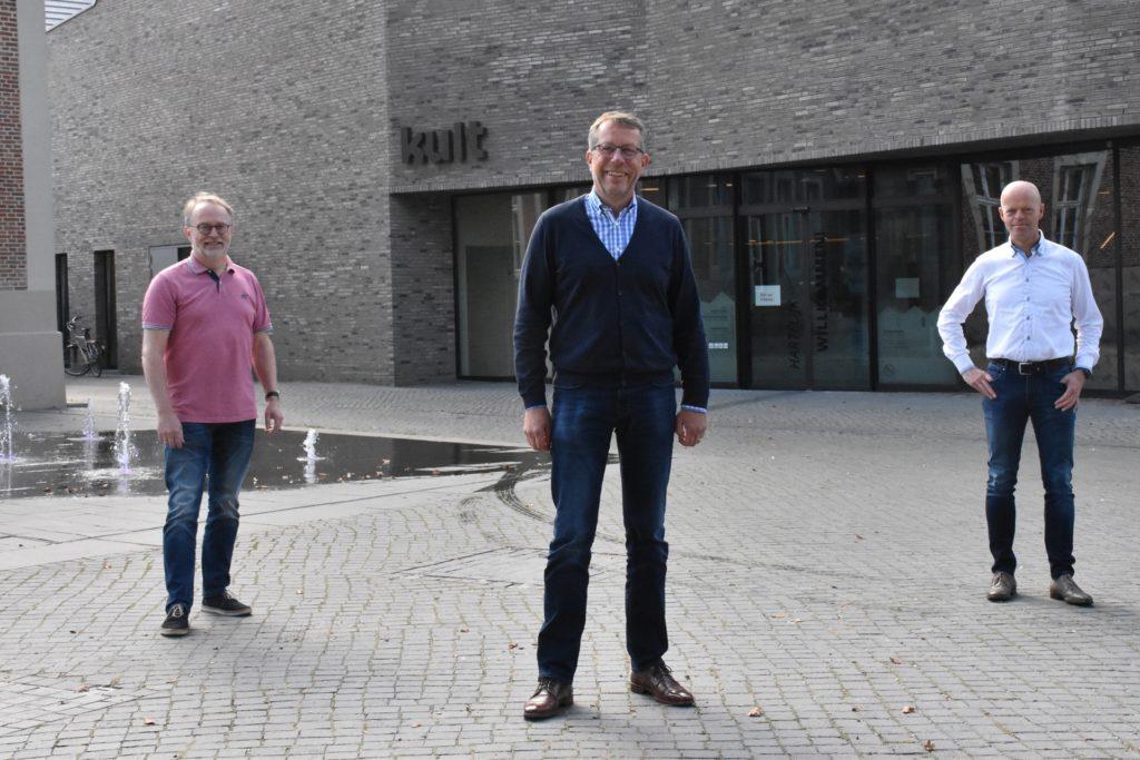 Freuen sich auf den Schülertag (v.l.): Dr. Michael Göring (Vertreter Einzelhandel), Jörg Lenhard (Citymanager und Mitglied Arbeitskreis