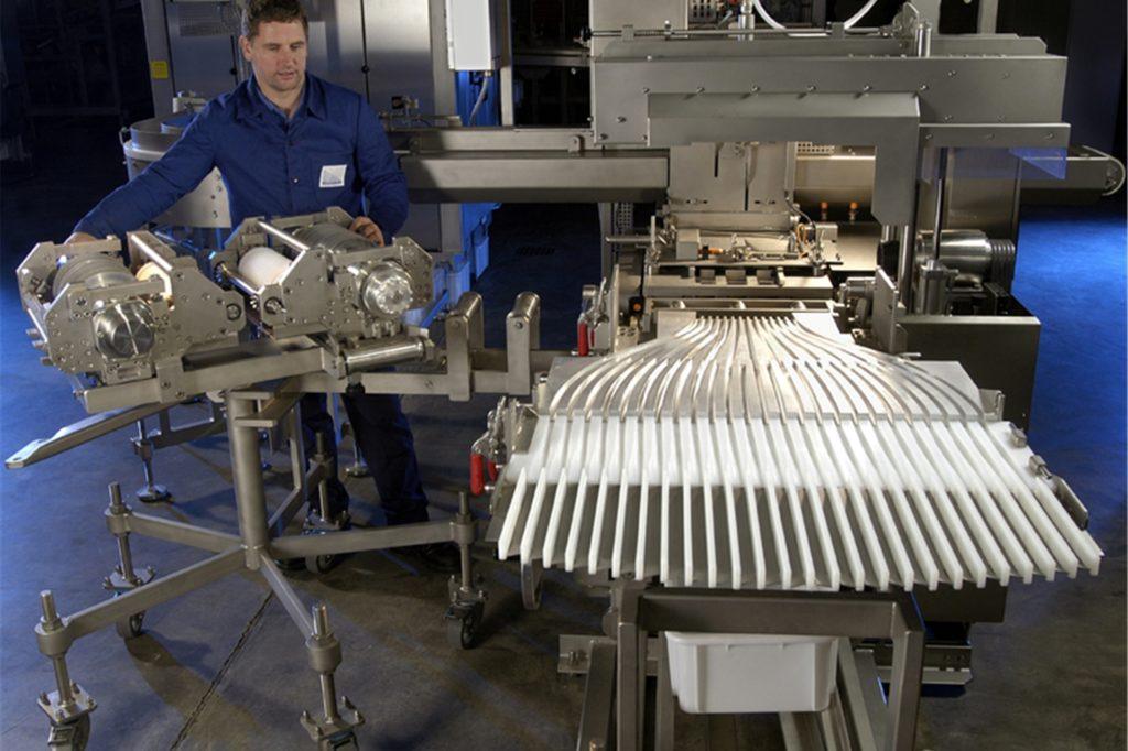 So sieht eine fertige Fischstäbchenmaschine aus.